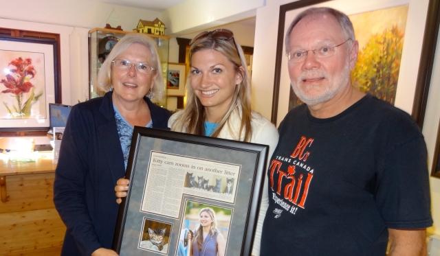 "Brenda Alberts presents ""Outstanding Volunteer"" Award to Shelly Roche"